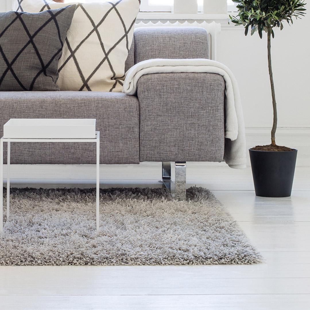 Nymalt hvit gulv i stue