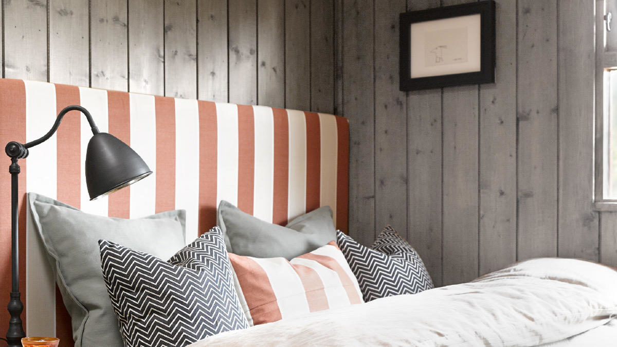 nordsjo-ide-design-maling-inne-beise-panel-fargen-pavirker-underlaget