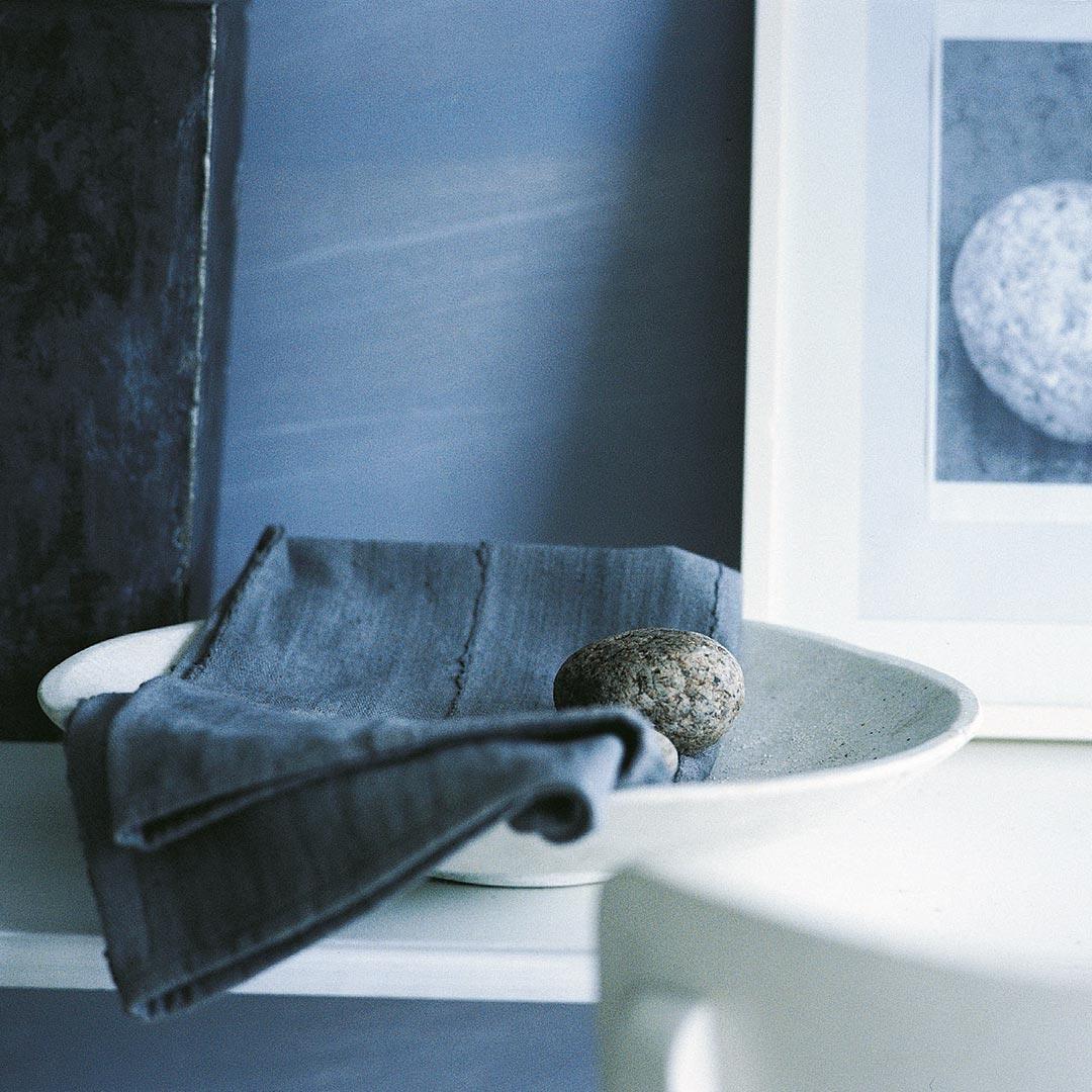 Kombinasjonen av nyanser og materialer bestemmer stil og stemning når du skal male bad