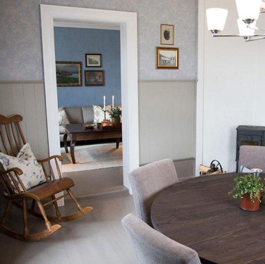 spiseplass med åpning inn til stue
